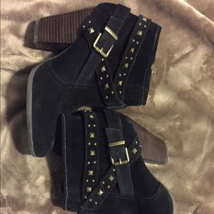 BCBG generation, gold studded booties